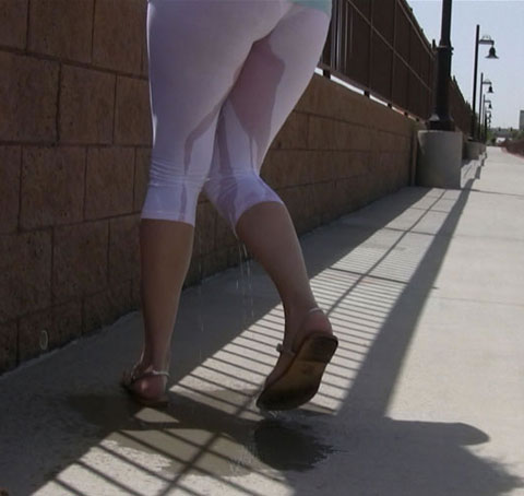 female pee in tights
